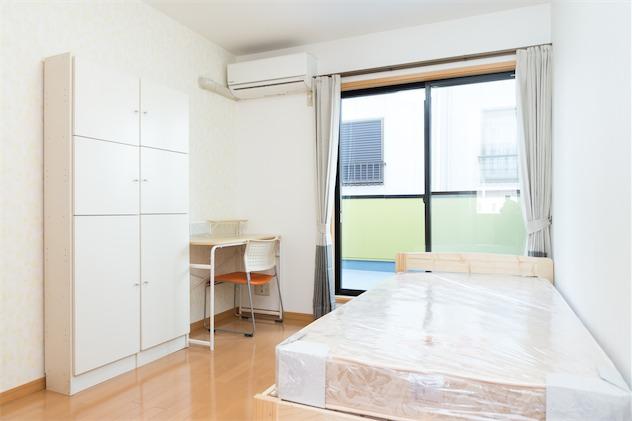 room2:9.8m²+ ウォークインクローゼット(1.8m²)